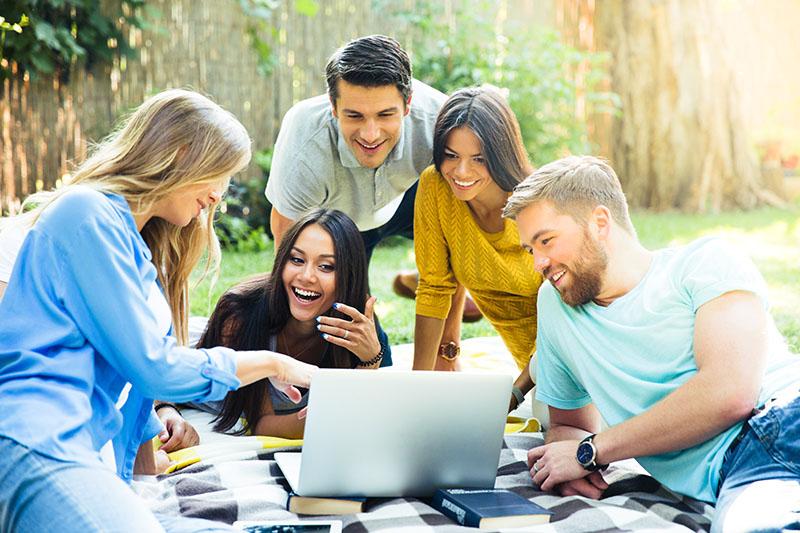Studierende, studentisches Wohnen, Young Professionals, Wohngemeinschaften